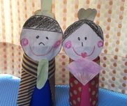 1歳7ヶ月の作品わくわくひな祭り!!トイレットペーパー折り紙紙クレヨン一歳の子供がのりをぬる練習として一緒に作りました!!手でノリがベトベトになりましたが工作を作る楽しみが味わえたみたいです!