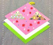 【ひなまつり、折り紙製作】年少児☆3歳児でも簡単に折れる折り方で、ひなまつりの壁掛け飾りを作りました・菱餅は色の由来と順番を教えてから重ね貼りしました。・折り紙は通常の四分の一のサイズを使っています。