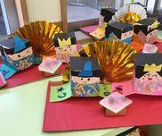 *雛人形*<5歳児>ひな祭り牛乳パック、色画用紙、和柄折り紙、折り紙、段ボール、ペン、はさみ、糊、両面テープ
