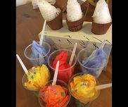 アイスクリーム屋さん  花紙  ティッシュ  カップ  絵の具  フルーツのネット  ストロー  スプーン  ボンド
