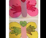 手形で蝶々作りました。目は中の黒目が動くやつくっつけてます。全体の縁取りはキラキラペンのりで縁取りしたら可愛くなりました。体の部分には名前やメッセージを書き込むつもりです。触手忘れてしまい写ってませんが、触手付けたらとっても可愛くなりますよ♪2歳の誕生日作品