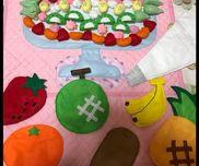 【フルーツパフェのタペストリー】フルーツパフェの手遊びに合わせて作りました。クリームは3種類あって子どもたちと好きなフルーツをトッピングしたりと好評でした(๑ت๑)ノ