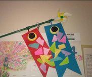 2歳児こいのぼり折り紙のちぎりを貼りました