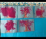 【桜の木】1歳児幹は画用紙で保育士作成フィンガーペインティング