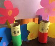 お花の写真立て折り紙画用紙のりくれよんセロテープトイレ芯3歳児