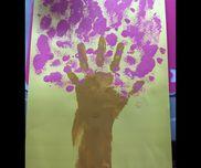 桜の木・絵の具(ピンク,茶色)・画用紙(何色でも可)・筆・スポンジ
