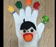 【いっちくたっちく 軍手人形】☆軍手・フェルト・輪ゴム・綿☆いっちくたっちくの歌に合わせて一拍ごとに指先の野菜に触   り、最後の『どん』で当たった指を折り曲げて寝かせ、男の子に野菜を食べさせます!☆野菜が苦手な子どもが、頑張って食べようという気持ちになってもらえるといいな〜(`・ω・´)