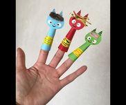 色画用紙、両面テープ 、毛糸  、丸ラベル、マジック子供は 顔書いて  指にはめる 身体に 両面テープを剥がして 貼るだけ(^^)鬼さん 同士 お話ししたり、泣いた赤鬼の お話ししたりします