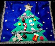 【フェルトクリスマスツリー】12月の誕生会で使用するため作りました!フェルトで作ったオーナメントにマジックテープを付けて、取り外しできるようにしてあります◡̈*⑅タペストリーとしても使用します♫