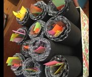 【くるくる恵方巻き】  〇2歳児  ◎海苔にみたてた画用紙にエアパッキンを貼り     後は好きな具材を選んでもらってくるくる♪