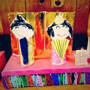 ▼トイレットペーパーの芯でひな人形・4歳児・ティッシュの箱(土台)・牛乳パック(屏風)・折り紙・画用紙