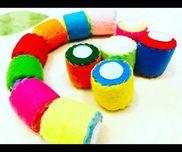 ペタペタころころ⠒̫⃝⠒̫⃝⠒̫⃝用意するもの:ペットボトルキャップ・ガムテープ・ビーズ・フェルト・マジックテープ・糸ペットボトルのキャップを2つ合わせて中にビーズを入れガムテープで留める周りをフェルトで覆うように縫い両サイドをマジックテープを縫いつければ完成です!とても簡単にできます!ペタペタと付け外しで楽しんだりころころ転がして音を楽しむことができます!