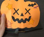 【おばけかぼちゃのお面】 2歳児まず、かぼちゃに好きな模様を描いてもらい、次に目 鼻 口 パーツを糊で貼ってもらって、それぞれのオリジナルお面を作りました!写真は説明用に作った見本です(笑)