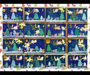クリスマス壁面モミの木は型取りした厚紙の上からスポンジで絵の具をポンポン!後ろは雪をスパッタリングで表現しました!