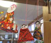 吊し雛材料:折紙、画用紙、クレヨン、紐、のり、セロハンテープ