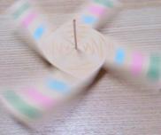 クルクル封筒こま〜たった2つの材料で楽しめる手作りおもちゃ〜