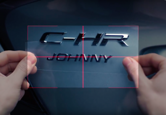 """愛車に名前が付けられる!?トヨタ C-HRの""""CUSTOM NAME PLATE""""がオモシロイ!"""