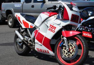 ヤマハのハイテクを全部詰め込んだレーサーレプリカ。TZR250を知っていますか?