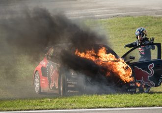 レースじゃなくても意外に身近な車両火災!対策の必要性と代表的な車載消火器をご紹介