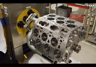 小型で大排気量を実現できるW型12気筒エンジンの製造工程がスゴい!