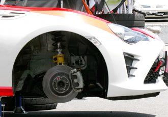 バネ下1kgの軽量化はバネ上10kgの軽量化?気になる効果を車種や用途別に考察する。