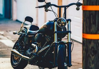 見た目と実用性どっちが大事!?バイクのハンドルポジション変更ってどんな効果があるの?