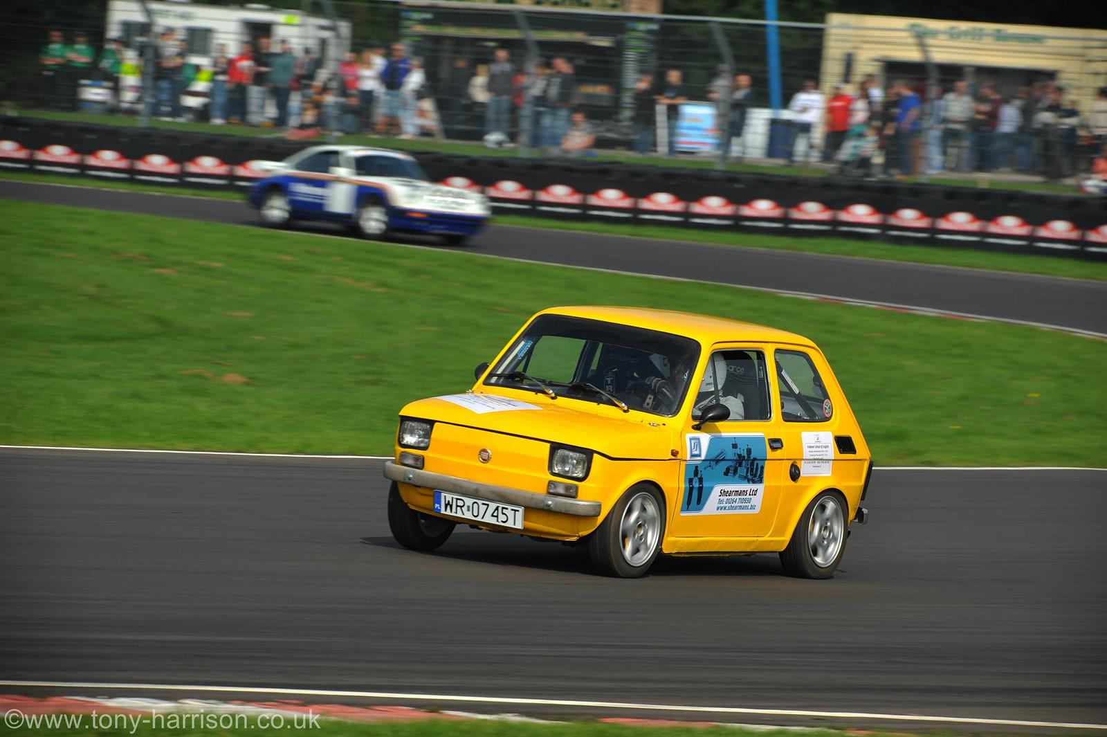 新車で軽自動車登録が可能な東欧生まれのイタリア車 フィアット126って