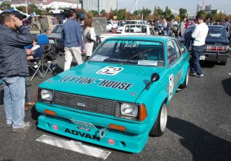 今でもオールドカーレースでは大活躍中!名車ダットサンB310サニーとは