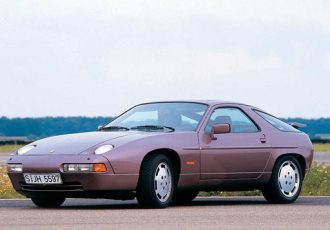 ポルシェが産んだ孤高の高級スポーツGT!928に搭載された当時最新鋭の技術が未だにスゴい!!