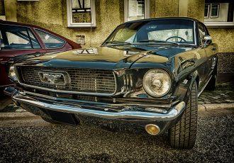 あえて今古い車に乗る!初代マスタングから見たクラシックカーとの付き合い方