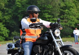 ブーツ・グローブ・長袖長ズボンは法律上の決まり?バイクに乗るときの服装を再確認してみよう!