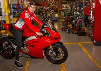 MotoGPマシンが263万で買える!?214馬力を発揮する怪物、ドゥカティパニガーレV4とは