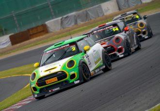 ドライとウェットレースを1日で堪能!?ミニチャレンジ ジャパン筑波ラウンドでワンメイクレースの面白さに迫ります!