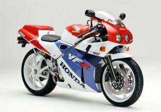 2ストには負けない!!ホンダVFR400RはなぜNC30型が最も売れたのか?