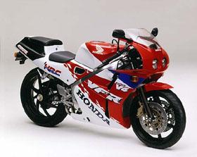 毎年フルモデルチェンジが行われた本気のバイク!ホンダ VFR400Rが偉大な1台である理由とは?