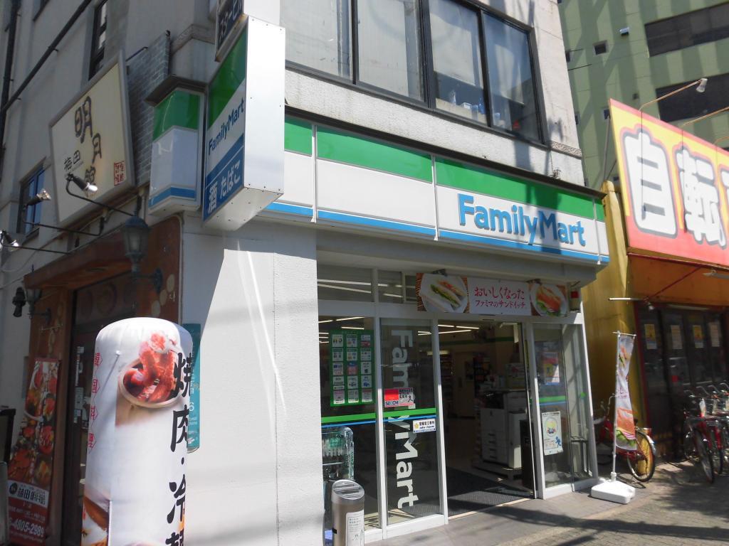ファミリーマート十三本町二丁目店