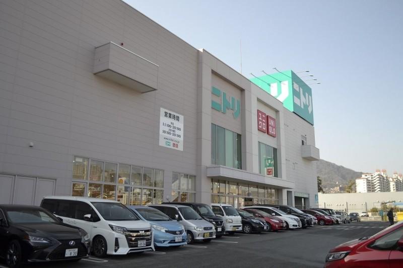 ニトリ宝塚歌劇場前店