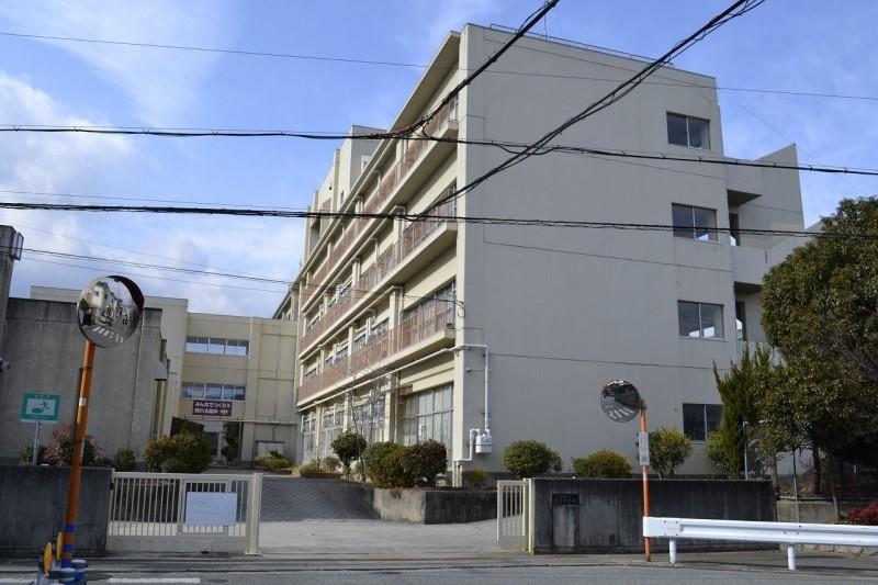 宝塚市立高司中学校