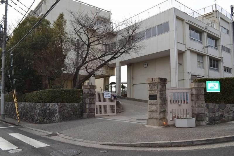 宝塚市立宝梅中学校