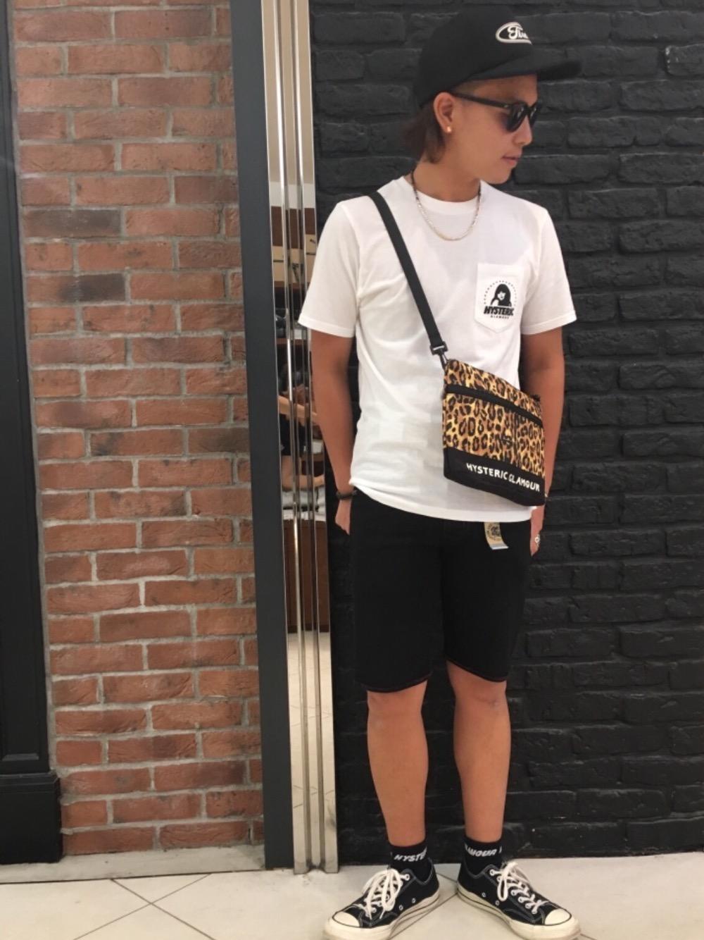 ポケ付きTシャツ×サコッシュ(ヒョウ柄)