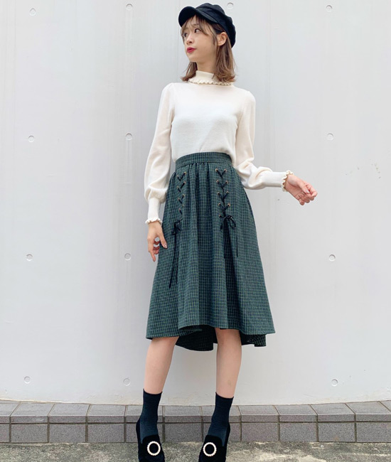 膝丈の大人可愛いスカートがポイント!