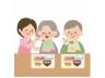 介護職員と食事をするおばあさんとおじいさん