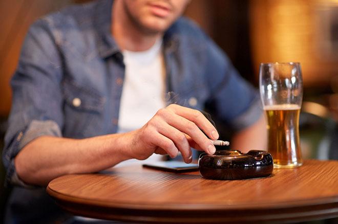 ハゲる原因? タバコと酒はハゲを助長するのか アイキャッチ画像