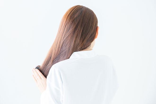 薄毛に悩む女性必見! 薄毛の原因と対処法 アイキャッチ画像