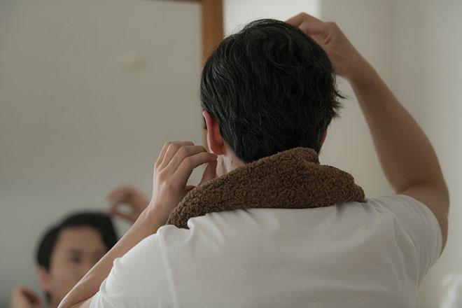 頭皮の乾燥を放置してない? 乾燥から起こるフケ&抜け毛 アイキャッチ画像