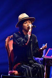 【ライヴレポ】マオ from SID、『X'mas Acoustic Live』でSMAP、MISIAらの名曲を熱唱!「今日は俺がみんなのサンタになるから」