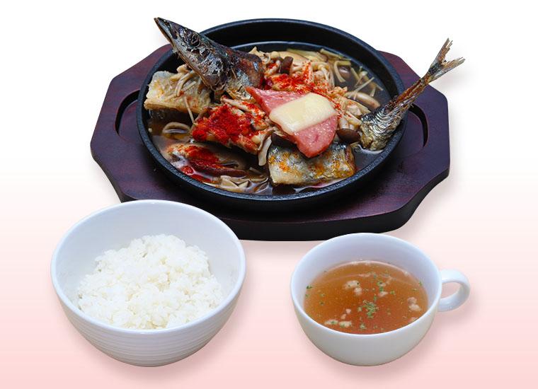 好酸球とアニサキスの豆腐ステーキ~トマトきのこ餡かけ~ ※ライス・スープ付