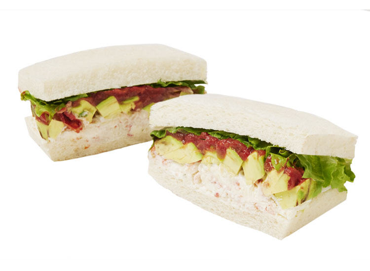 蟹とアボカド・マスカルポーネのサンドイッチ