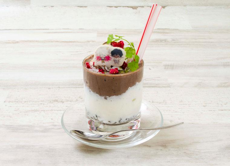 カルナとアルジュナのチョコレートと生クリームのシェイク