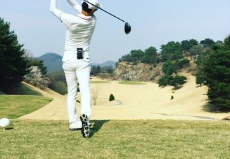 ゴルフで脇を締めるの